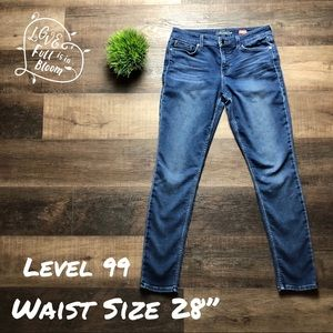 Level 99 Cute Skinny Jeans Waist 28...🌟
